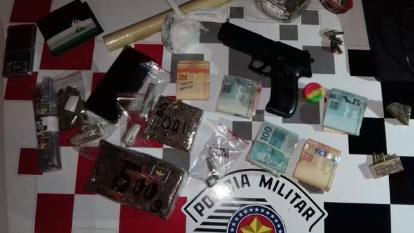 Casal é preso após PM apreender drogas, arma e dinheiro em Manduri