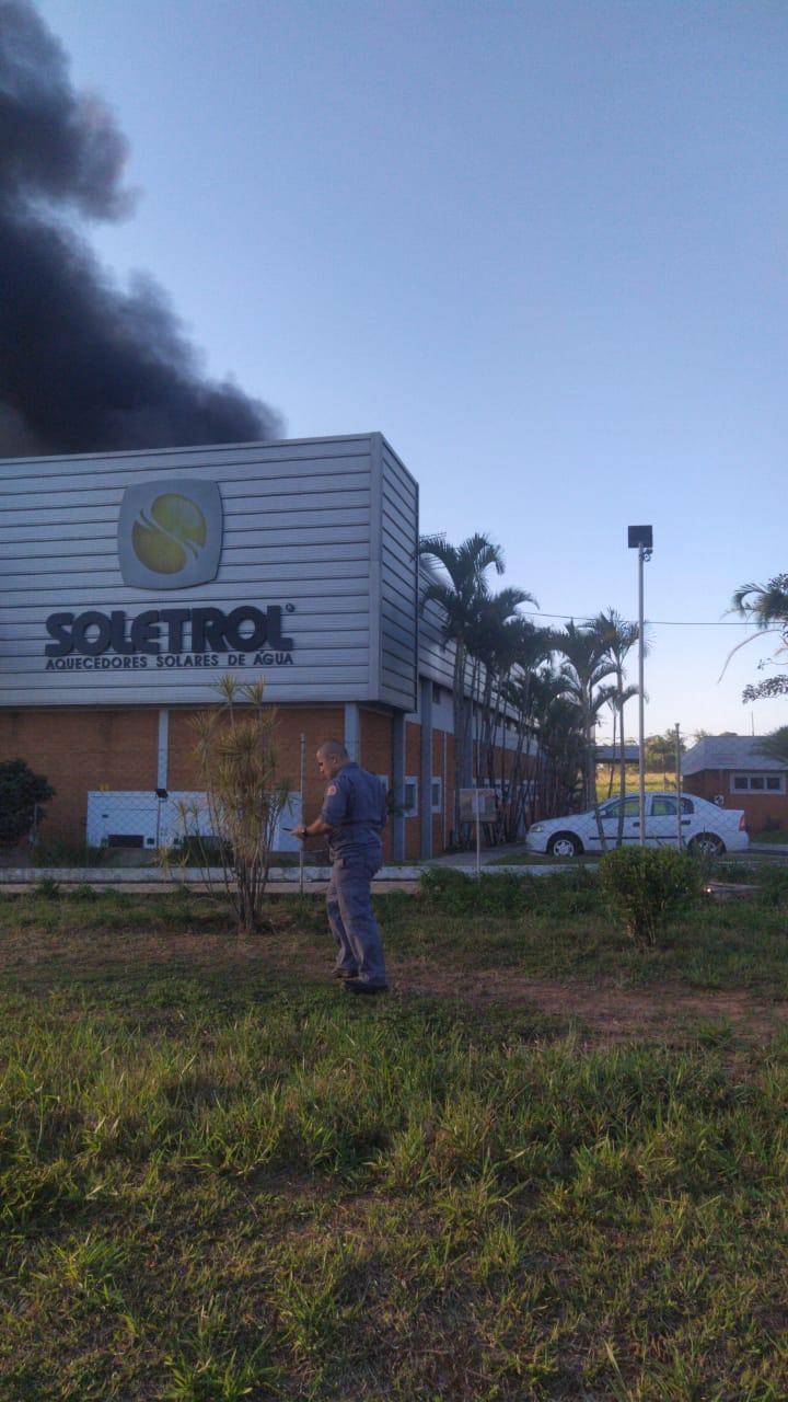 Incêndio na fábrica de aquecedor solar Soletrol, em São Manuel.