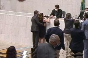 Deputada Isa Penna acusa colega Fernando Cury de assédio em sessão