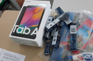 Iacanga entrega tablet para as aulas online