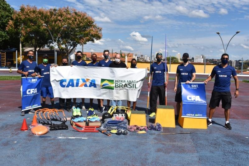 Equipe de Atletismo de Botucatu recebe novos equipamentos para treinamentos em 2021