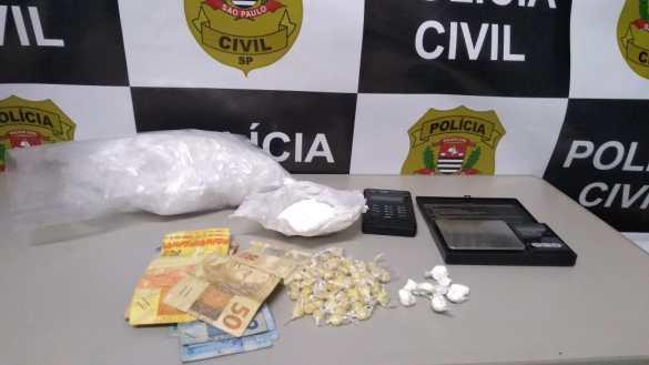Casal é preso com drogas e máquina de passar cartão em Botucatu