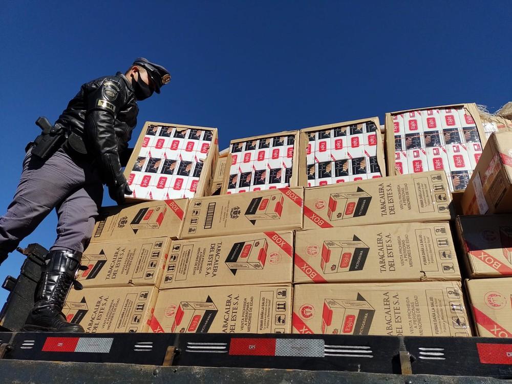 Caminhão com grande quantidade de cigarros sem nota fiscal é apreendido na SP-225 em Santa Cruz do Rio Pardo