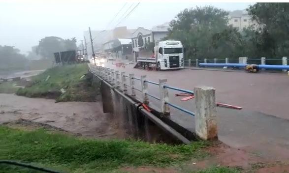 Botucatu registrou 40mm de chuva em menos de duas horas nesta quarta; chuva deve continuar na quinta, 28